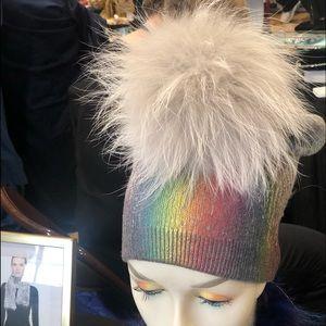 Accessories - Cashmere hat w fox pom pom